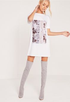 Channel minimal chic in this marble print t shirt dress. Simple, stylish and oh so chic, this babin' beaut will have you slayin' it in the style stakes. Wear with a leather jacket and casual trainers for a fresh look.