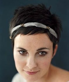 Love the look of this headband with the pixie. > A BEAUTIFUL LITTLE LIFE: Perfect PIXIE Haircuts Part 3: 18 Pixie Cuts with Accessories
