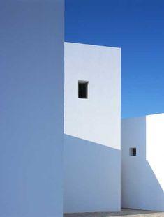 Villa Milos, in Greece, by BP architectures - Haus Kredit Greece Architecture, Minimal Architecture, Contemporary Architecture, Interior Architecture, Architecture Wallpaper, Minimal Photography, Art Photography, Art Minimaliste, White Building
