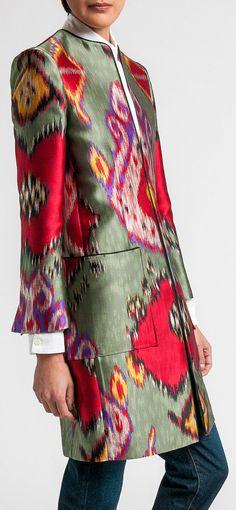 Очень национальная ткань, зато прямой крой, четкие плечи, а главное - большие и ровные накладные карманы.