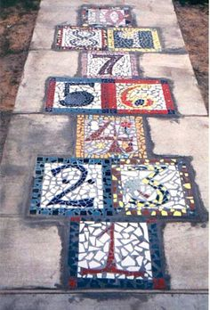 Mosaic hopscotch - This is such a fun idea! Who doesn't love a little bit of hopscotch? Ideias Diy, Mosaic Projects, Mosaic Ideas, Mosaic Designs, Backyard Games, Backyard Patio, Backyard Layout, Backyard Play, Lawn Games