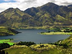New Zealand stands out from all the other honeymoon destinations with its unique location on the Earth. In the south-east of Australia there are two awesome islands North Island and South Island, and many smaller islands, which lie in the South Pacif