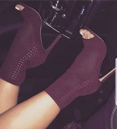 Amazing 54 Elegant Shoe Heels Ideas For Women Style When it comes to shoes, women go crazy for just about any style and any size just to fit their … Fab Shoes, Cute Shoes, Me Too Shoes, Shoes Sneakers, Shoes Heels, Dress Shoes, Heeled Boots, Bootie Boots, Shoe Boots