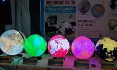 Földgömbjeink minden lakásban, irodában és íróasztalon megtalálják a helyüket!  A klasszikus földgömböket és olyan különleges darabokat is kínálunk, mint például felfújható, kivilágítható, antik, vagy lebegő földgömbök. Minden, Globe, Swarovski, Green, Speech Balloon