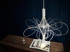 Ajoutez une touche romantique à votre table et agrémentez votre lecture! Ce lustre à DEL ÄLVSBYN vous offre un éclairage d'ambiance et une lumière dirigée.