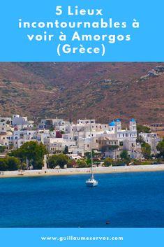 """Découvre l'incroyable île d'Amorgos dans les Cyclades (Grèce) popularisée par le film """"Le Grand Bleu"""" de Luc Besson. Au menu : Katapola, Aigiali, son monastère, Agia Anna... Amorgos est une île tout en longueur, traversée par une chaîne montagneuse. Elle est la plus orientale des Cyclades. Quand ton ferry s'approchera de ses côtes, tu seras immédiatement sous le charme de cette île sauvage et mystérieuse. #amorgos #cyclades #grece #voyage #blogvoyage #astucesvoyage"""