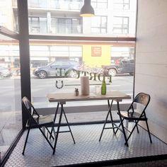 Fortune : guédilles et tacos | À la mode Montréal Fortune, Conference Room, Tacos, Dining Table, Furniture, Home Decor, La Mode, Homemade Home Decor, Diner Table