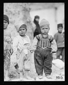 """ESKİDEN İSTANBUL on Twitter: """"Yıl 1919.. . Amerikan Kızılhaç görevlilerine poz veren İstanbul'un yoksul çocukları.… """""""