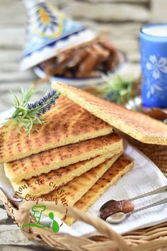 kesra rakhsiss 2 Plus Easy Bread Recipes, My Recipes, Vegan Recipes, Favorite Recipes, Eid Cake, Algerian Recipes, Algerian Food, Ramadan Recipes, Biscuits