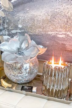 Want to style your living room with the ultimate statement pieces? Check out this silver Thompson Ferrier Sagano candle that you can place as your centerpiece on a serving tray. Add some texture to the look with a vase filled with your favorite flowers! Light the candle and fill your home with aromatherapy. pc: @the_platinum_home #ThompsonFerrier #Candle