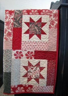 Pattern: Lucky Stars by Atkinson Designs Fabric: La Fete de Noel by French General for Moda Quilting by: Abby Latimer (Latimer Lane) December 2014