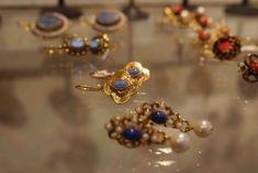 Inspiration Médicis, les bijoux fantaisie d'Anna / Inspiration from the Medici: Anna's fantasy jewellery www. Anna, Florence, Italian Jewelry, Fantasy Jewelry, Handicraft, Brooch, Gemstones, Chic, Renaissance