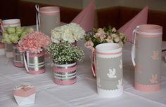 Ganz kurz, dafür mit vielen Bildern, möchte ich heute noch die Tischdeko zu Lauras Erstkommunion zeigen, die ich in Kirschblüte und Weiß ge...