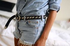 Nail Classically Chic Style with this Fool Proof Outfit Formula — MappCraft Denim Fashion, Love Fashion, Fashion Details, Street Fashion, Denim Belt, Denim Shorts, Chanel, Looks Chic, Vintage Denim