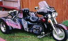 Sweet rear-mounted v-twin Dark and beautiful but a real bitch to work on. Vw Trike, Trike Motorcycle, Motorcycle Design, Custom Trikes, Custom Harleys, Custom Motorcycles, Harley Davidson Pictures, Harley Davidson Trike, Tri Scooter