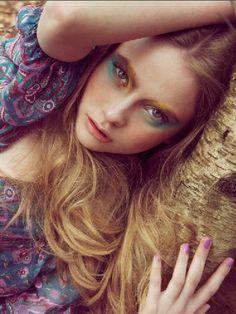 #festive #makeup #colour #eyes #nails #prints