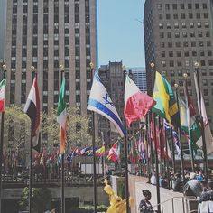 Rockefeller center . . . #explore #exploring #travelingram_click #america #travelingram #travelgram #traveling #traveler #travel #photography #streetphotography #streetph #street #nycity #newyorkcity #newyork #ny #nyc