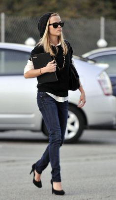 Who made Reese Witherspoon's jeans, black hat and sunglasses that she wore to Neil George Hair Salon in Hollywood, November 25, 2009?