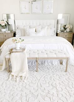 Is So Fascinating About Traditional Master Bedroom Design? Cream And White Bedroom, Cream Bedrooms, Master Bedroom Design, Home Bedroom, Bedroom Decor, Bedroom Ideas, My New Room, Beautiful Bedrooms, Bedding Sets