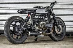 Sport Bikes and Stunt Life Bmw Cafe Racer, Modern Cafe Racer, Moto Cafe, Custom Cafe Racer, Bobber Custom, Custom Bmw, Custom Bikes, Café Race, Bonneville
