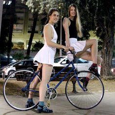 Anitra and Anne wear warm weather classic in Tel Aviv—Ready for spring? Bicycle Women, Bicycle Girl, Rockabilly Cars, Pedal, Urban Bike, Cycle Chic, Bike Style, Car Girls, Cycling Outfit