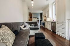 Trinity Bellwoods House - Design Spec Building Group  #modernkitchen #kitchenseating #kitchenlounge
