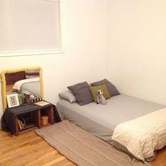 Lauren Hartmann Montessori floor bed at HWM Small Room Bedroom, Home Bedroom, Bedroom Decor, Bedroom Ideas, Bedroom Lighting, Modern Bedroom, Master Bedroom, Toddler Floor Bed, Toddler Rooms