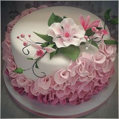 New cupcakes decoration fondant flowers ideas ideas Pretty Cakes, Beautiful Cakes, Amazing Cakes, Cupcake Fondant, Cake Icing, Fondant Bow, Fondant Tutorial, Cake Decorating Techniques, Cake Decorating Tips
