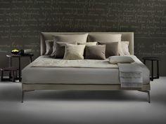 Cama doble de tela con cabecera tapizada FEEL GOOD TEN by FLEXFORM diseño Antonio Citterio