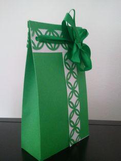 Sacchettino personalizzato con cartoncino fustellato.