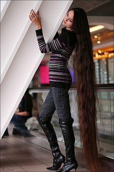 Crystal Gayle, country singer...dark brown wavy hair