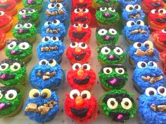 Sesame Street Cupcakes >>making these for my baby brothers birthday party this weekend! can't wait!