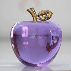 Purple Love, All Things Purple, Purple Glass, Shades Of Purple, Swarovski Crystal Figurines, Swarovski Crystals, Glas Art, Glass Figurines, Apple Wallpaper
