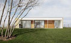 Construido en 2014 en Belén de Escobar, ArgentinaEl proyecto resuelve un programa de segunda residencia para una familia de tres miembros en un lote de un barrio privado del norte de la provincia de...