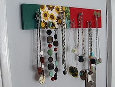 this is a neat article for those who love necklaces but want the best look.