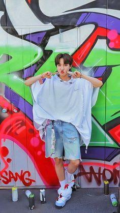 """BTS J-Hope/ Jung Hoseok/ Hobi living his colourful life as a freestyle (¿) dancer lockscreens/ Wallpaper"" Bts Lockscreen, Gwangju, Foto Bts, Bts Photo, Jung Hoseok, J Hope Selca, Bts J Hope, Bts Taehyung, Bts Bangtan Boy"