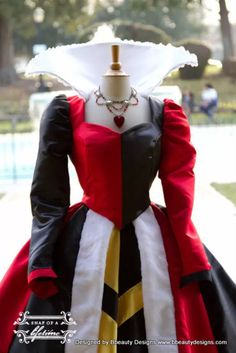 Queen of Hearts Villains Custom Costume Dress Gown by from on Etsy. Saved to Dresses. Costume Alice, Belle Blue Dress Costume, Queen Halloween Costumes, Villain Costumes, Jasmine Costume, Costume Dress, Alice Cosplay, Disney Cosplay, Queen Of Hearts Costume