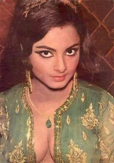Epitome of classic Bollywood make up Bollywood Actress Hot Photos, Indian Bollywood Actress, Bollywood Girls, Beautiful Bollywood Actress, Most Beautiful Indian Actress, Indian Film Actress, Bollywood Stars, Bollywood Fashion, Indian Actresses