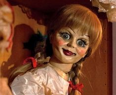Smiling in madness Annabelle doll Annabelle Doll, Rosemary's Baby, Horror Party, Opening Weekend, Jawline, Hair Humor, Horror Movies, Selena Gomez, How To Introduce Yourself