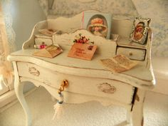 miniature shabby chic dollhouse   writing by Mondinadollhouse