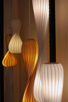Leuchtenkollektion aus Birkenfurnier (Tom Rossau)