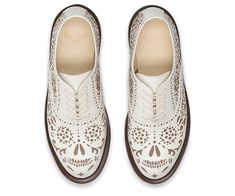 The Aila shoe demonstrates Dr. Martens ability to use classic polished smooth leather and make it quirky with this floral cut out finish. The air cushioned sole means this lightweight oxford shoe will be perfect for any summer occasion.