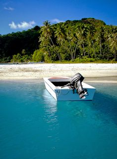 We've got plenty of boats for you - ready to get on board? Discover the Islands of Tahiti now! Society Islands, Bora Bora, Boats, Beautiful Places, Outdoor Decor, Ships, Boat, Ship