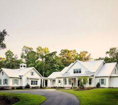Gorgeous modern farmhouse exterior design ideas (57)