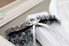 hochzeit strumpfband strumpfbänder braut hochzeitsstrumpfband tüll spitze romantisch zubehör weiß strass schwarz auf maß großes für braut dawanda