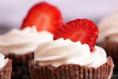 Mini Mocha Cheesecakes - gonna make these tomorrow. chocolate and cheesecake you can't go wrong. Mocha Cheesecake, Cheesecake Recipes, Cupcake Recipes, Dessert Recipes, Mini Cakes, Cupcake Cakes, Baby Cakes, Yummy Treats, Delicious Desserts