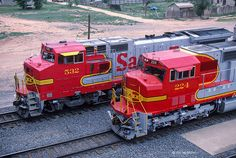 Santa Fe 532 and 224 (brand new) line up on westbound trains at the west fuel rack, Clovis, New Mexico, June Photo by Joe McMillan. Diesel Locomotive, Steam Locomotive, Packing Tips For Travel, Europe Packing, Traveling Europe, Backpacking Europe, Packing Lists, Travel Hacks, Travel Essentials