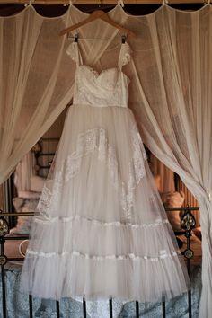 Vintage wedding dress   Photography by Lauren Murphy