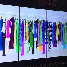 #идеярекламымагазина Отличная идея #digitalsignage для магазинов одежды!  #интерактивнаяреклама  Проекты от кутюр под ключ! Разные размеры дисплеев и формат показа. По вопросам создания проектов и поставки оборудования звоните 8(812)917-40-56
