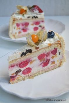 Diplomat cu fructe si frisca Savori Urbane (1) NO PREPARATION AND NO TRAINING IN THIS AND NO FULL OR TANGIBLE PICTURE OF WHAT IS GOING ON Best Cake Flavours, Cake Flavors, Romanian Desserts, Romanian Food, Cake Recipes, Dessert Recipes, Food Cakes, Something Sweet, Vanilla Cake
